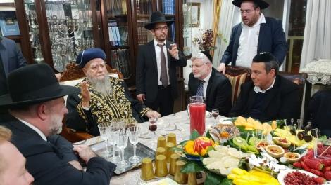 """הנגיד קבע את המזוזה בבית הכנסת של הראש""""ל"""