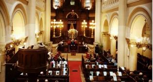 """מישל נואם בבית הכנסת הגדול בבריסל - ר""""מ בלגיה: """"בלי יהודים אנחנו לא אותו דבר"""""""