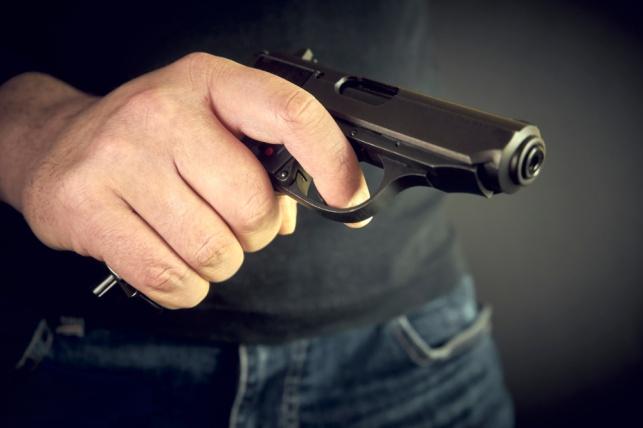 בהלה בבני ברק: אדם איים עם אקדח ברחוב