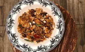 אורז בנוסח אסייתי עם אטריות, עוף וירקות - של אושרית אברג'יל