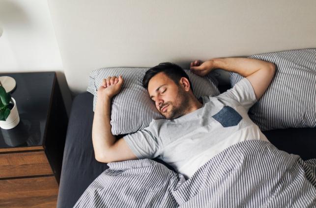 השיטה המפתיעה שעוזרת להירדם בלילה