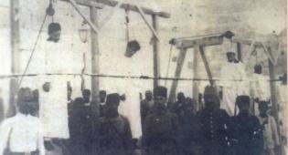 משמאל: משה ויוסף שנתלו ליד שער יפו