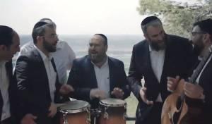 שדרני 'קול חי' בסינגל קליפ מושקע  • צפו