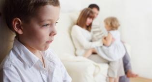 זה קורה במשפחות הכי טובות... - רגע אמת: גם אתם אוהבים ילד אחד יותר?