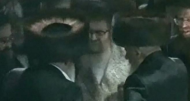 הרבי מסערט ויז'ניץ בריקוד בחתונה
