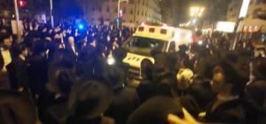 תיעוד מזעזע: מאות בלוויה של הרב מ'הפלג'