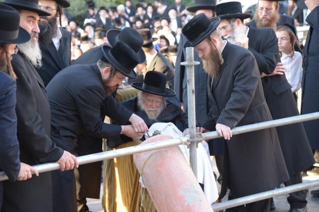 ערלוי באלעד: חגיגת הנחת אבן פינה