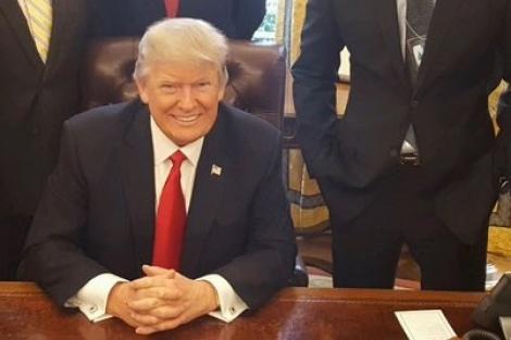 מרוצה במשרדו