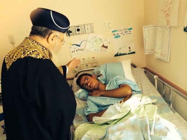 """הראשל""""צ הגר""""י יוסף מבקר חייל פצוע, הצהריים"""