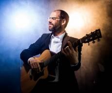 אהרן רזאל בסינגל קליפ חדש: 'הגיבן הקדוש'