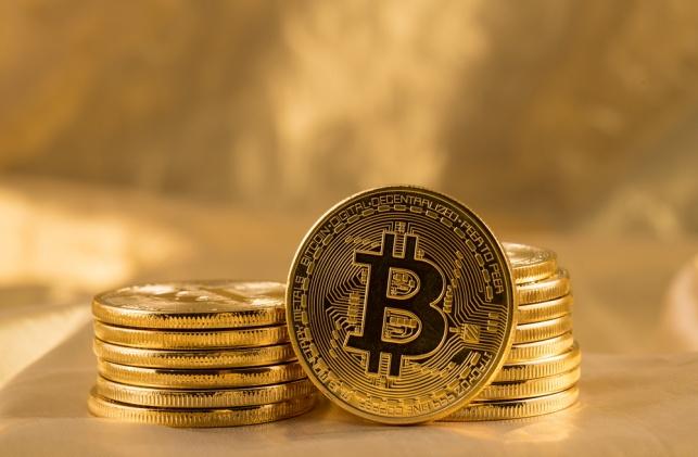 מטבעות ביטקוין בשווי כמעט 200 אלף דולר