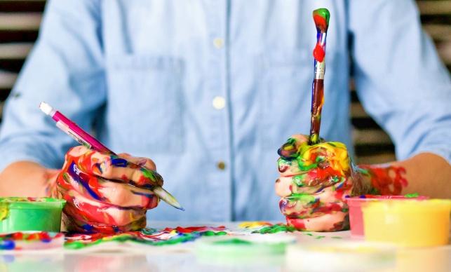 יצירתיות? תלוי אם אתם מופנמים או מוחצנים - נמצאה דרך לגרום למופנמים להיות יצירתיים יותר