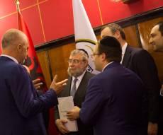 """היסטוריה באלבניה: נר חנוכה במעון רוה""""מ"""