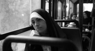 אישה באיראן. אילוסטרציה - בית המשפט פסק: לעוור אישה בעין אחת