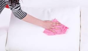כיצד לנקות כריות נוי בבית כמו מקצוענים