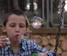 """אהרן רזאל בקליפ חדש ומרגש - """"הבל פיהם"""""""