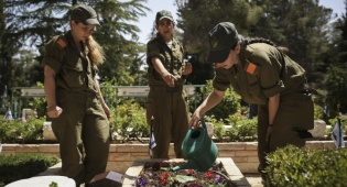 """אילוסטרציה. בית קברות צבאי - צה""""ל יאפשר קבורת חיילים בטקס חילוני"""