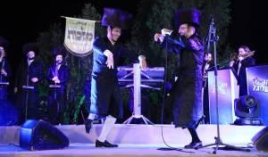 אהרל'ה סאמט ו'מלכות' במחרוזת לכבוד החתן המלחין