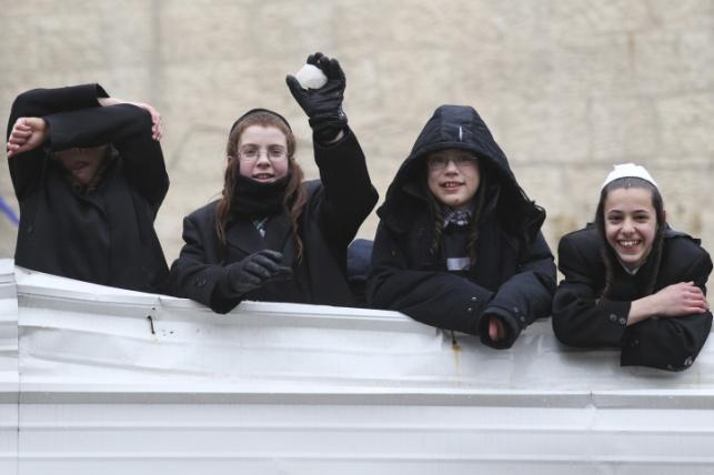 ילדי ירושלים נהנים מהשלג