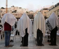 תיעוד: תפילת שחרית ליד שריד בית מקדשנו