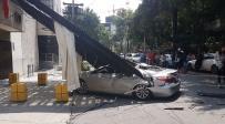בכניסה לבניין הקהילה היהודית - רעידת אדמה קשה במקסיקו: כ-250 הרוגים