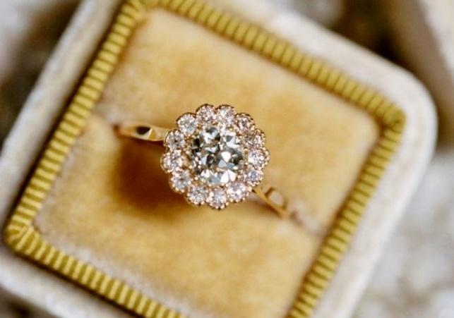 טבעת יהלום. תמיד מרגשת