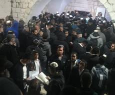 קבר יוסף, הלילה
