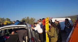 זירת התאונה - תאונה קשה: פלסטיני נהרג, ישראלים נפצעו