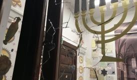 אבן הושלכה לתוך בית הכנסת לפני נעילה