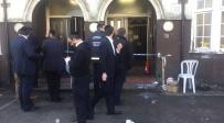 הכניסה לבית הכנסת, הבוקר - אסף כספים וריסס גז פלפל על המתפללים