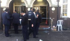 הכניסה לבית הכנסת, הבוקר