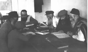 שיעור תורה בכפר חסידים, בשנת 1937