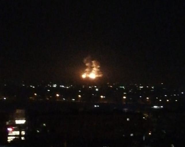 """דיווח: ישראל תקפה מחסני אמל""""ח בסוריה"""