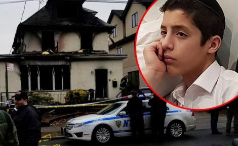 אברהם אזן על רקע הבית השרוף - הניצול משחזר: ראיתי את אבא דוחף את אחים שלי מהחלון