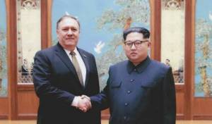 קים עם מזכיר המדינה פומפיאו