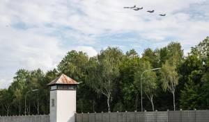 """חיל האוויר במטס מעל מחנה הריכוז """"דכאו"""""""
