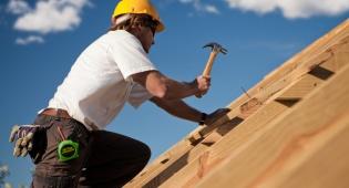 העובד נפל מפיגום גבוה - רשלנות המעסיק? אילוסטרציה - 125,000 פיצויים לפועל בניין שנפל באתר בנייה