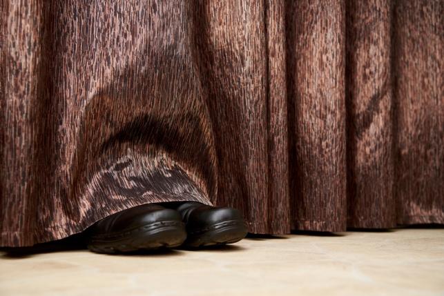 פרצו לדירה ונתפסו מסתתרים במקלחת