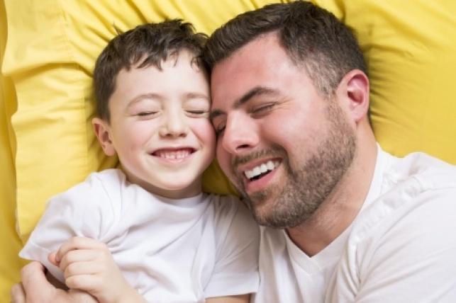 חוקרים מרגיעים: זה בסדר לאהוב יותר את הילד הצעיר