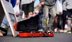 לונדון: תשלום לנגני רחוב - בכרטיס אשראי