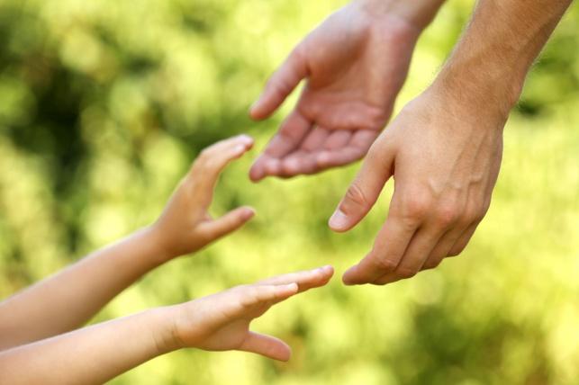 האם מנעה מהאב לשמור על קשר עם ילדתו. אילוסטרציה