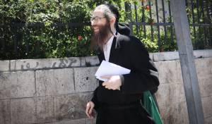 אלעזר רומפלר מואשם: התעלל בילדים, בכת