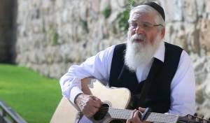 """בקצב יווני: אהרון סיטבון בסינגל """"תן שלום"""""""