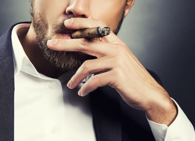 מעשנים קופסא ביום? התכוננו לאבד את השיניים