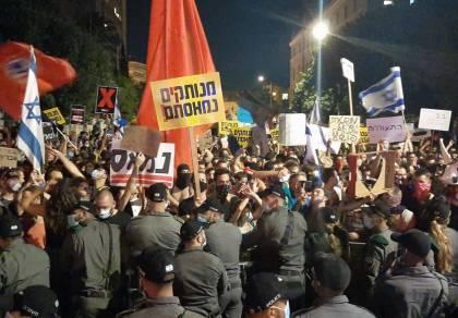 """הפגנה סוערת: ניסיונות לפרוץ למעון ראה""""מ"""