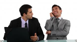 6 דרכים להתמודד עם עמית לעבודה שאינו מפסיק לדבר