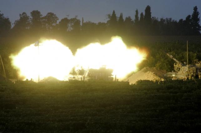 """טנק צה""""לי יורה. ארכיון"""