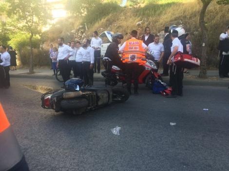 """זירת התאונה - ילדה חרדית חצתה כביש ונדרסה ע""""י אופנוע"""