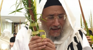 """האדמו""""ר רבי אברהם מסעוד יהודיוף, בחג סוכות האחרון"""