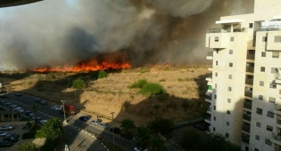 האש המתפשטת - אש מתפשטת: פונו גני ילדים ומאות תושבים